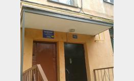 Завершен ремонт козырьков в доме № 10 по ул. Яблочкова